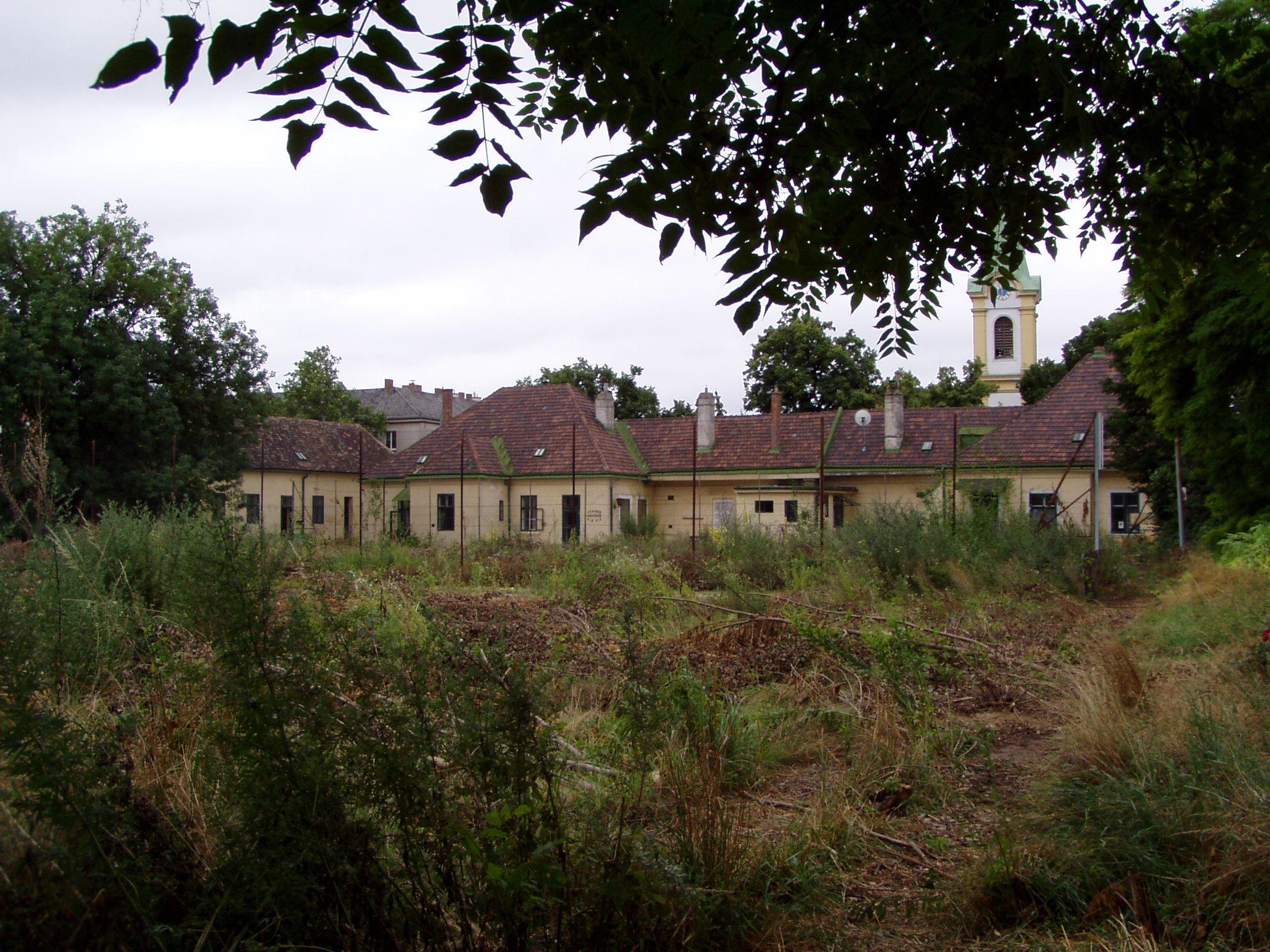 1210_Lorettoplatz_5_Schloessl-Hinteransicht-Bauland