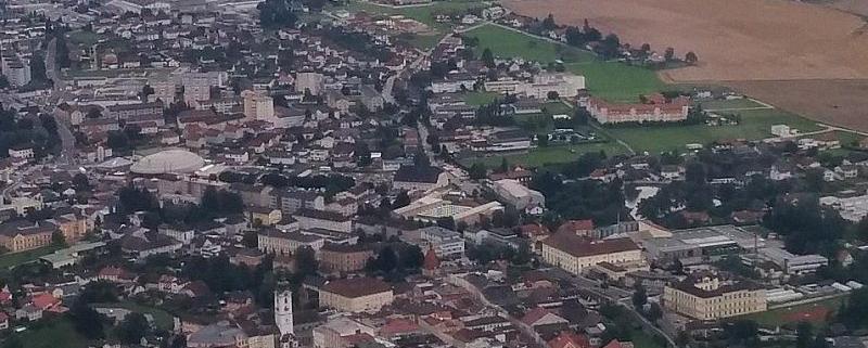 Luftbild Freistadt, mittig im Häusermeer die Versteigerungshalle