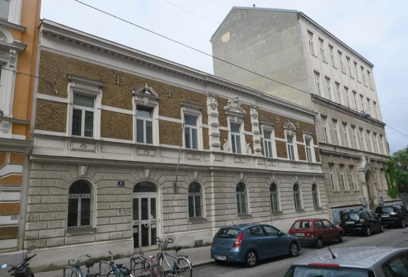Rötzergasse Nr. 6 (li.) Nr. 2-4 (re.), Wien-Hernals