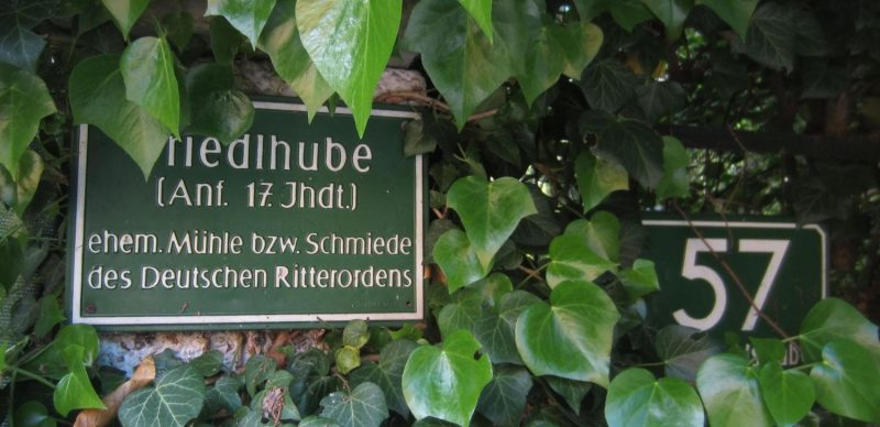 Tafel beim Eingang Friedlhube in Graz-Ries
