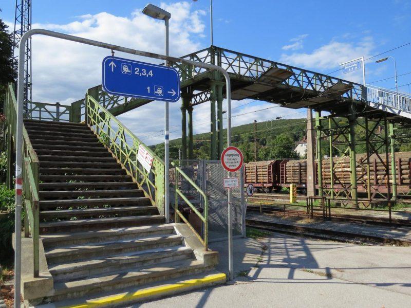 Der historische Fußgängersteg in Unter Purkersdorf